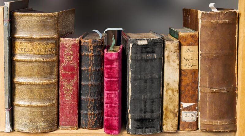 knihovna-stare-knihy-kroniky