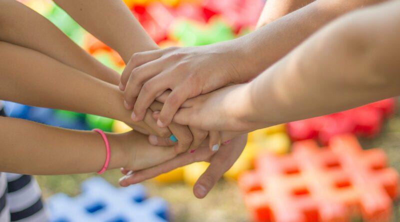 Spolupráce-ilustrační spojené ruce