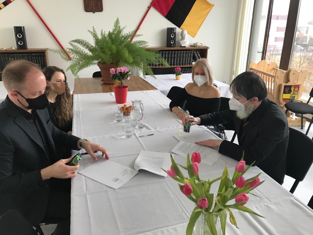 podpis smlouva s ateliérem PROJEKTOR